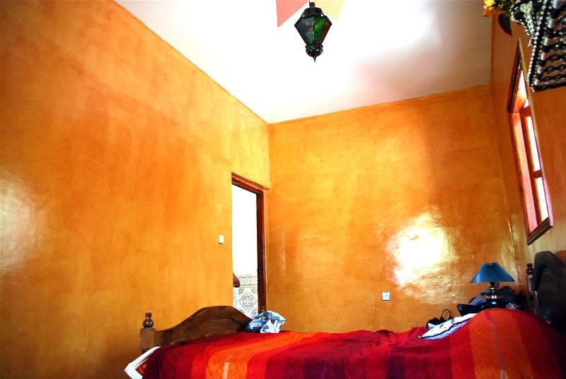 Tadelakt na ścianie w marokańskim domu