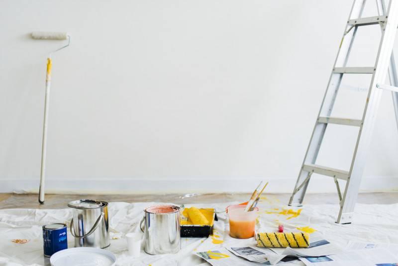 Gruntowanie przed malowaniem ścian