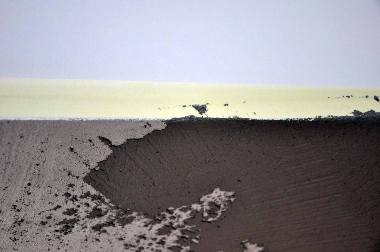 oklejamy sufit z zachowaniem 2mm odstępu